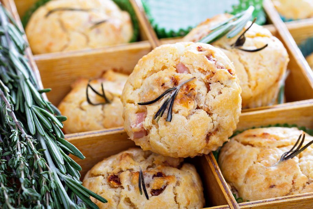 Muffin prosciutto, olive e birra artigianale Monasta