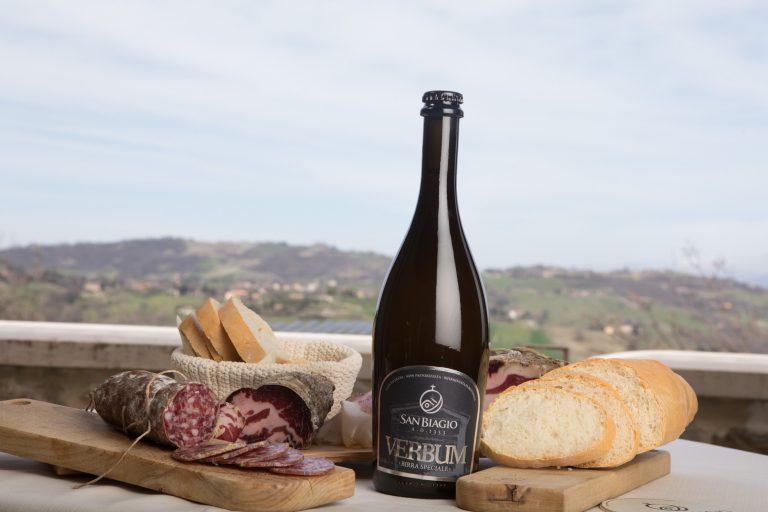 birra artigianale per carne bottiglia e stuzzichinii