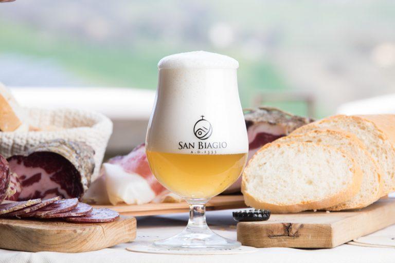 birra come aperitivo bicchiere