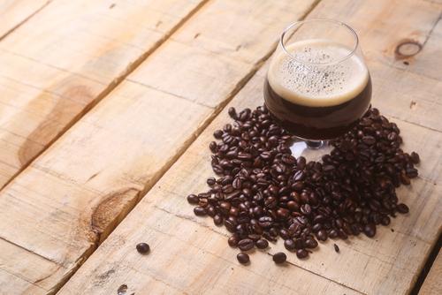 birra e caffè bicchiere