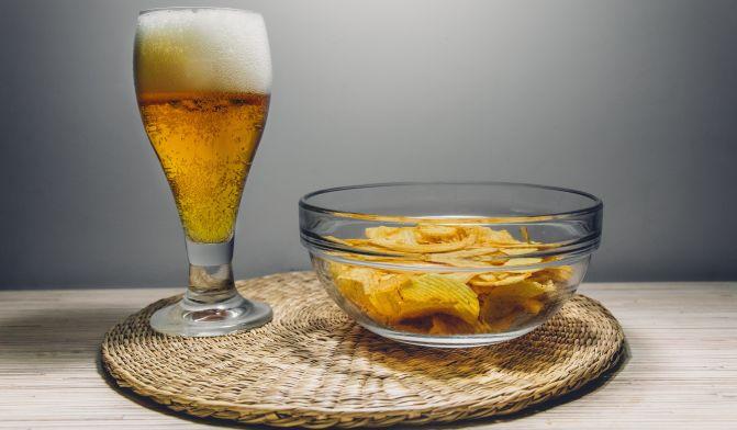 birra e patatine ciotola
