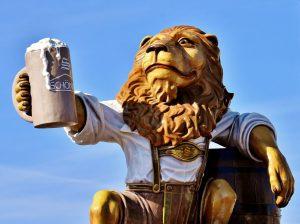 bere birra d'un fiato leone