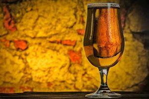 birra artigianale e musica bicchiere