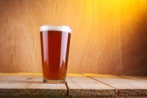 birre artigianali ambrate bicchiere
