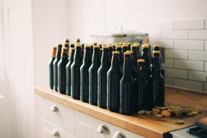 bottiglie scure vuote