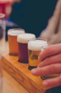 giochi alcolici con biccheri in asse di legno